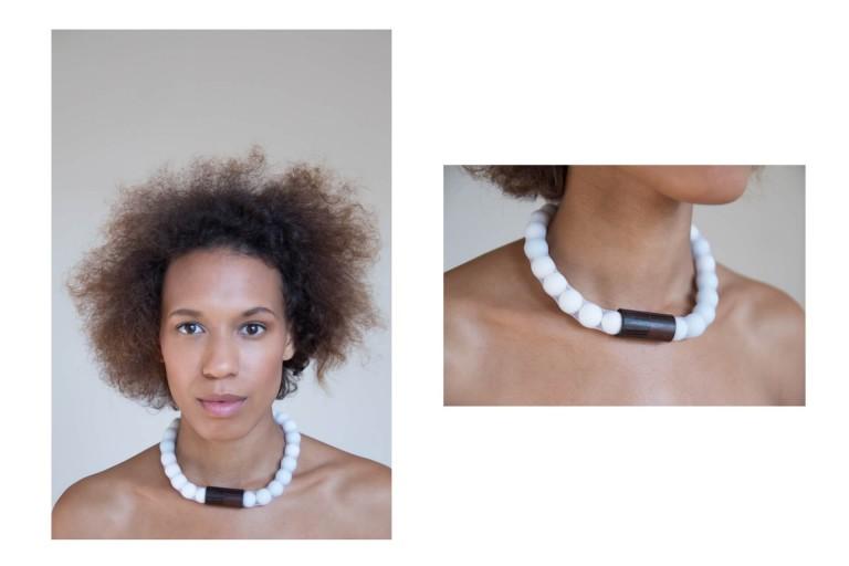 Adéla Pečlová | WOOD kolekce - náhrdelník eben bílý