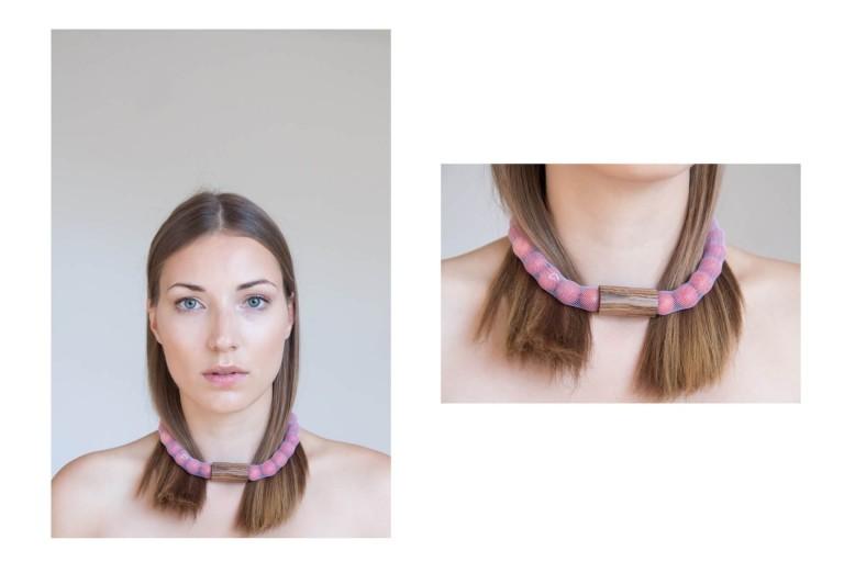 Adéla Pečlová | WOOD kolekce - náhrdelník zebrano červený 01