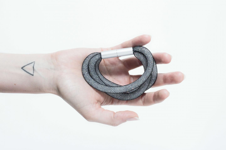 Adéla Pečlová | BLACK kolekce - náramek černá síťka tenký trojitý 03